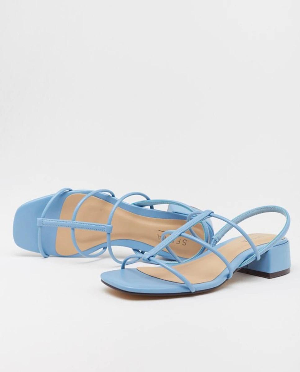 Sandalias azules con tiras y tacón grueso de Sfera