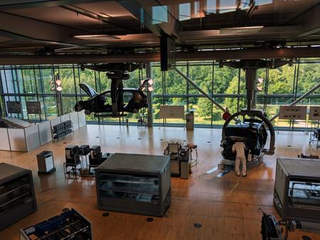 Entre árboles y cristal: así es el laboratorio de experimentos para hacer coches de Volkswagen en Dresde