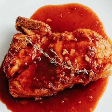 Chuletas de cerdo en salsa de naranja y soya. Receta fácil