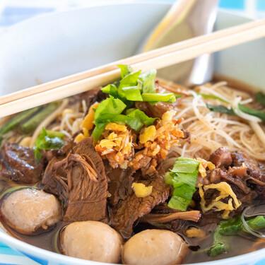 Este restaurante tailandés sirve una sopa cocinada con el mismo caldo desde hace casi medio siglo