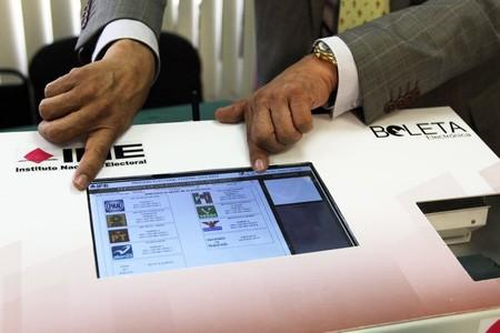 El INE ya está probando una urna electrónica y podría convertirse en el futuro del voto en México