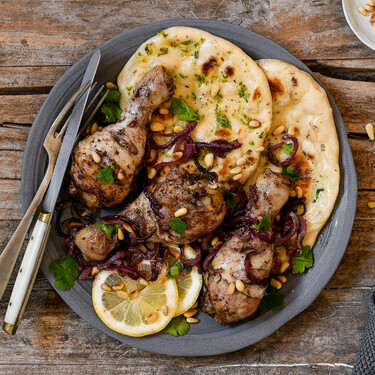 Receta de pollo asado a la palestina con sumac y cebolla morada, para un resultado jugoso y con mucho sabor