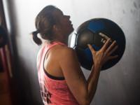 Ejercicios Crossfit (VIII): Wall ball shot o lanzamiento de balón