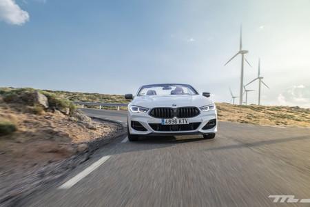 BMW M850i Cabrio frontal en marcha