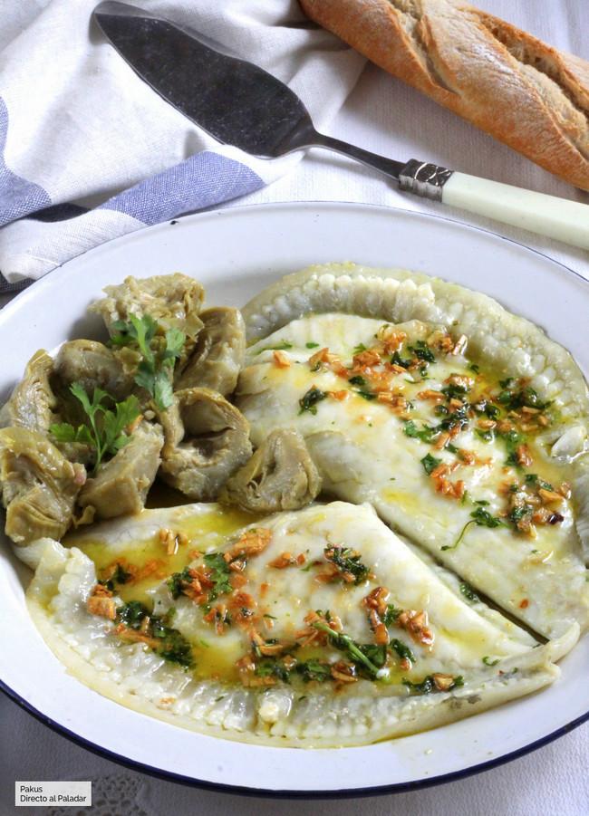 Lomos de rodaballo a la plancha con alcachofas, receta para una comida ligera