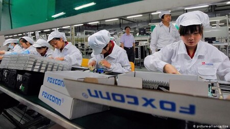 Pagas extra de récord para los empleados de Foxconn: los proveedores aceleran la producción de los iPhone 13