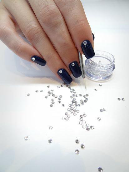 Swarovski y esmalte de u as permanente una manicura ideal for Cristales swarovski para decorar unas