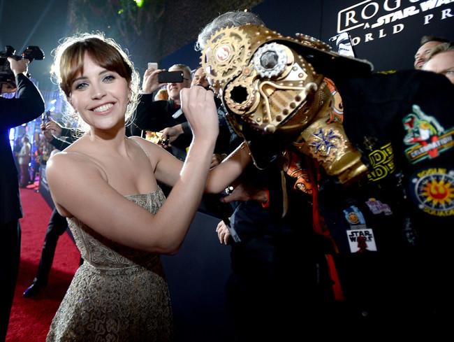 Felicity Jones en la premiere del film