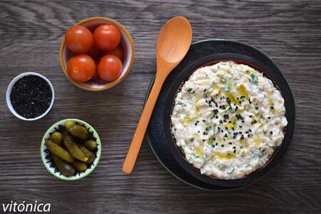 Berenjena cremosa con tahina y yogur: receta de dip saludable de aperitivo o guarnición