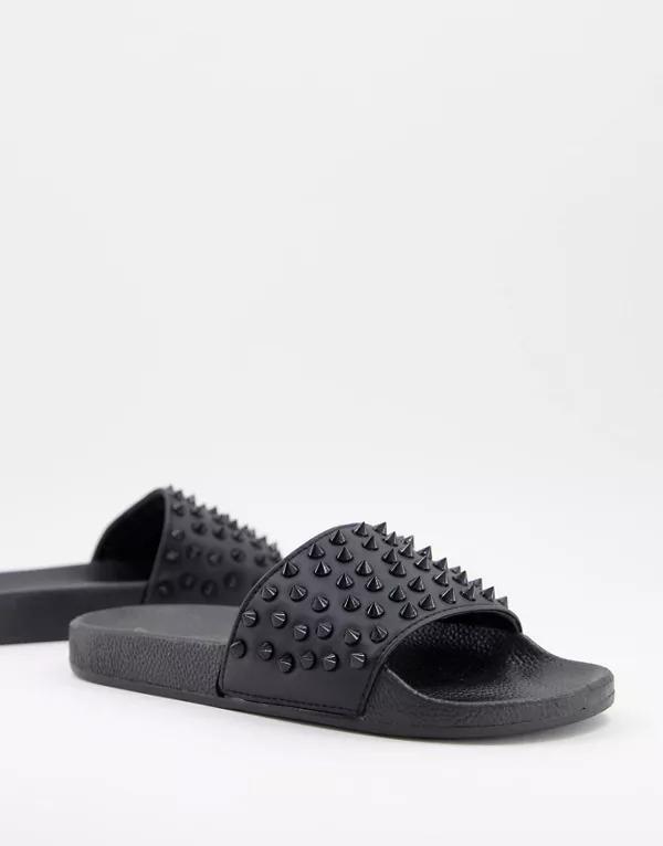 Sandalias negras con tachuelas de cuero sintético de Truffle Collection
