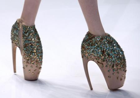 Los extravagantes zapatos de Alexander McQueen