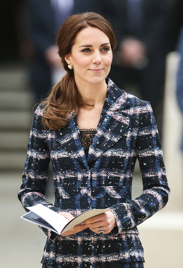 Kate Middleton se apunta a la tendencia it del invierno: los abrigos con estampado de cuadros
