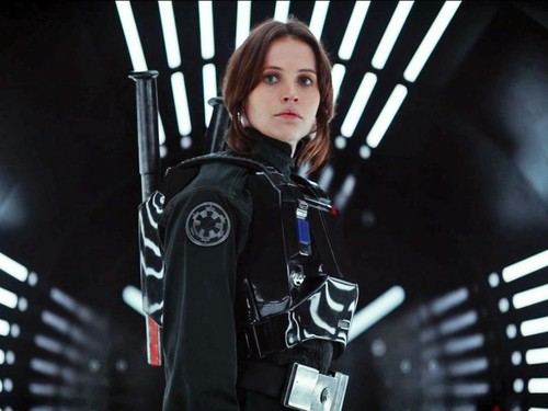 Un gran paso en la igualdad salarial en el cine: Felicity Jones es el miembro del reparto mejor pagado de 'Rogue One'
