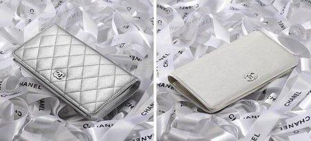 La cartera larga de Chanel en piel gris metalizado, colores fríos en Otoño-Invierno 2010/2011