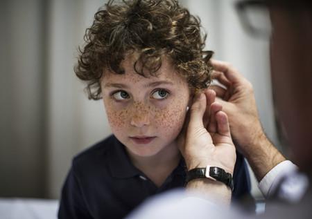 Estas son las señales que detectan problemas de audición en niños: la intervención precoz es clave para su correcto desarrollo