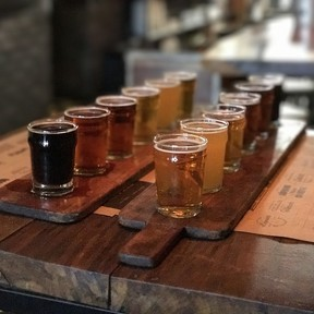 Cervezas para compartir con tu pareja o amigos este día del amor y la amistad y con qué acompañarlas
