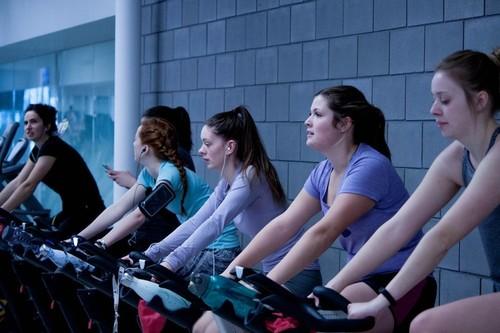 Nueve gadgets para ayudarte a hacer deporte: desde relojes GPS hasta brazaletes para el móvil