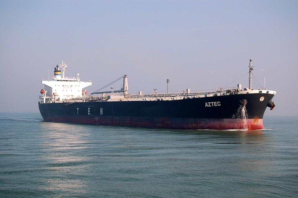 La OPEP+ está almacenando el petróleo en barcos porque ya no sabe dónde guardar los millones de barriles que nadie quiere