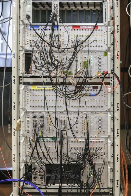 Sistemas de RF para generar y leer estados en qubits