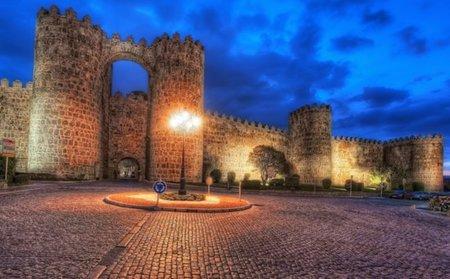 Ávila celebra ser Ciudad Patrimonio de la Humanidad y los empresarios hacen descuentos
