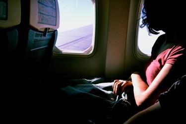 Asientos solo para mujeres en los aviones para prevenir agresiones sexuales: ¿de verdad es esta la solución?