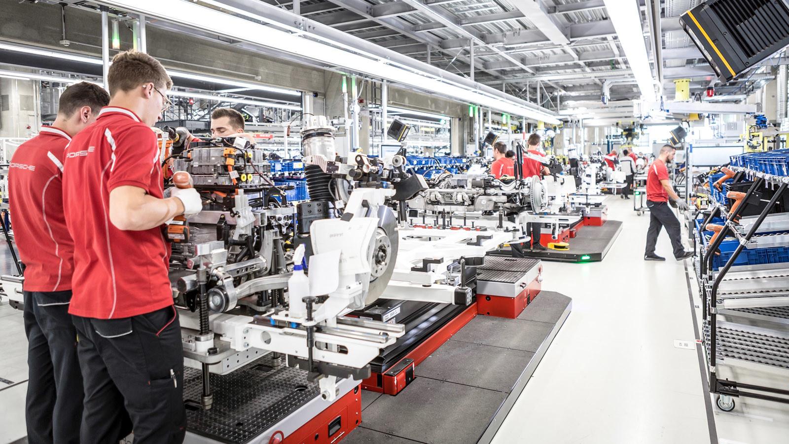 Foto de Fábrica Porsche Taycan (inauguración) (1/44)