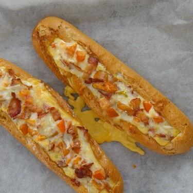 Cómo hacer baguette de desayuno horneada con bacon, huevo y queso, receta para desayunar con ganas