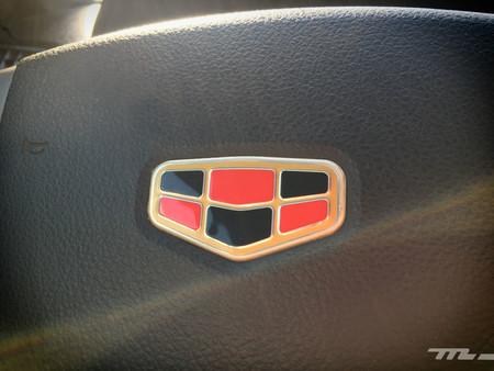 Geely Emgrand logotipo volante
