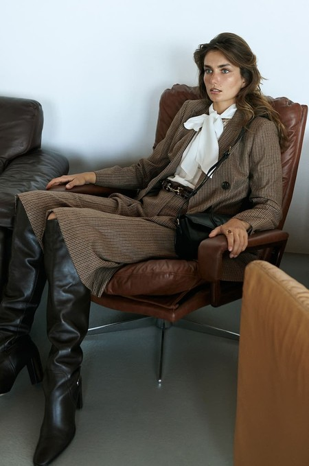 Massimo Dutti nos trae el estilazo de los 70 para sus looks de oficina del otoño