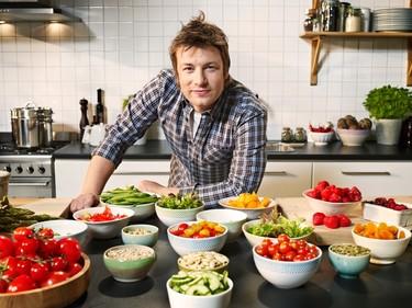 ¿Quién es Jamie Oliver? Descúbrelo en cinco recetas y dos libros
