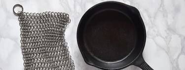 Forget the scourer: a steel mesh is the best tool for cleaning cast iron