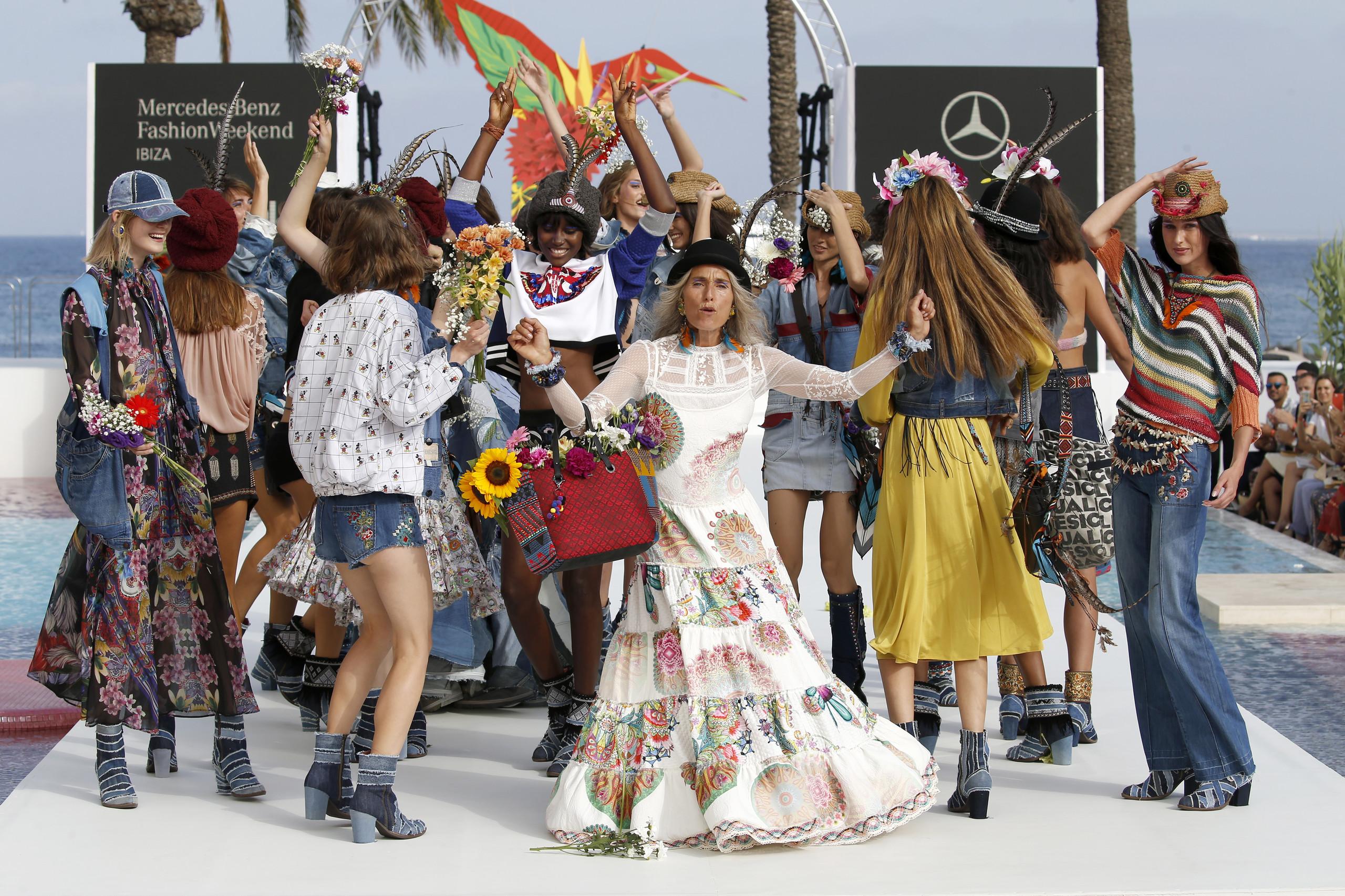 Foto de Desigual ha sido la firma encargada de inaugurar la primera edición de la pasarela Mercedes-Benz Fashion Week Ibiza (24/24)