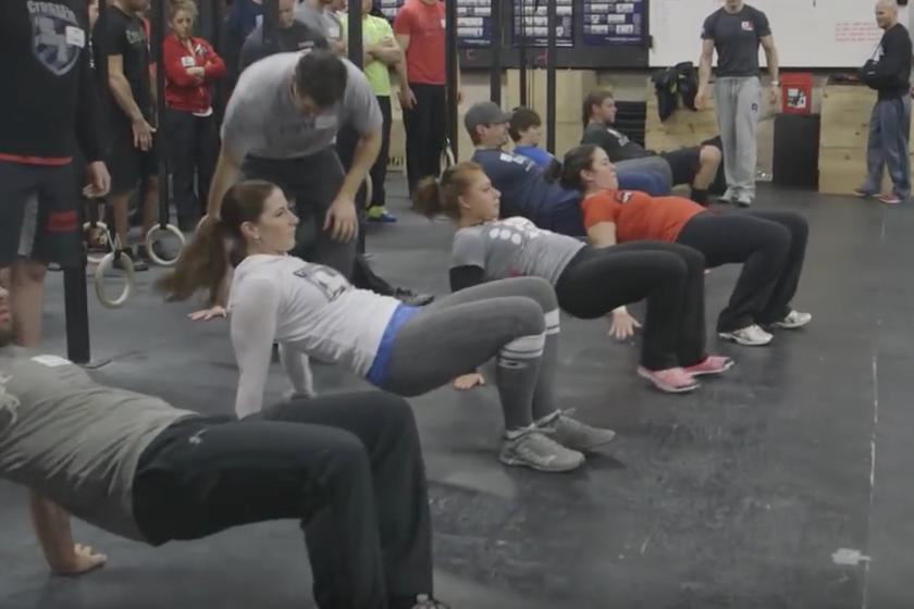Once ejercicios de CrossFit que puedes hacer en el salón de tu casa