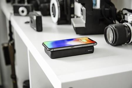 Esta batería portátil que Mophie traerá a México no solo almacena energía, sino que la transfiere de forma inalámbrica a tu móvil