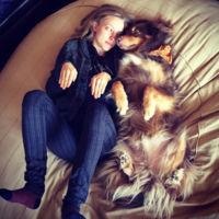 Amanda Seyfried y Finn