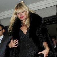 """Kate Moss se tapa con pieles """"anti-Peta"""" y su agente muestra finalmente cómo dobló su cotización"""