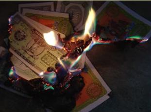 Esa costumbre de quemar el dinero