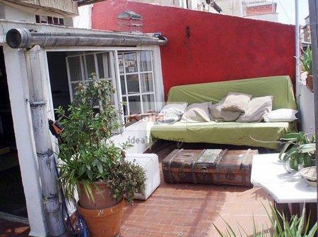 Antes y después: cambio de una terraza barnizando un canalón