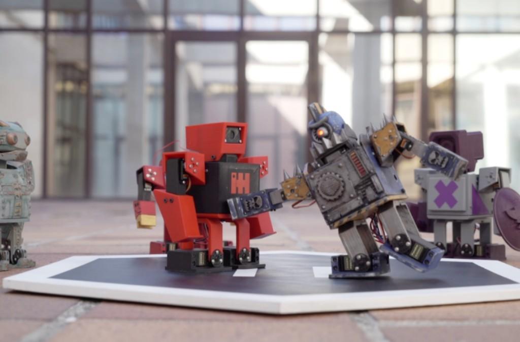 Los Zowimanoides son robot imprimibles 3D que bq nos concede personalizar y programar para que luchen entre ellos sin cuartel