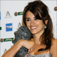 ¿Mejorará Penélope Cruz sus looks del pasado? Los aciertos y errores que tuvo en los Premios Goya