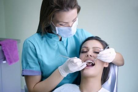 mujer embarazada en el dentista