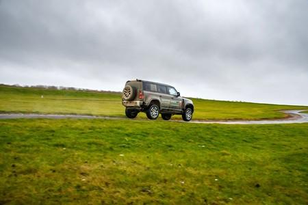 Land Rover Defender 2020 Toma Contacto
