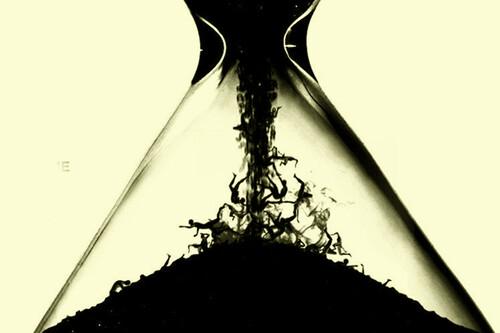 'Tiempo': un extraño relato de terror telúrico a pleno sol que muestra a un Shyamalan efectivo pero no infalible
