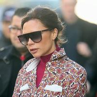 ¿Odias llevar abrigo en invierno? Victoria Beckham nos enseña su truco para evitar esa prenda