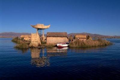 Tres nuevos islotes en el lago Titicaca buscan atraer al turismo