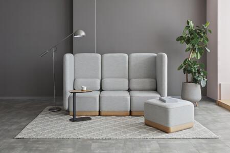 Toffee, un sofá compacto y que abraza, primera colaboración de Stone Designs con la firma japonesa Adal