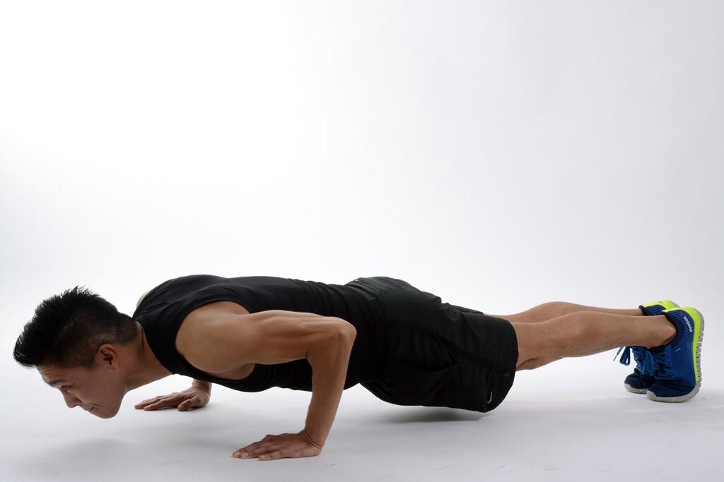 Cinco ejercicios de tríceps que puedes hacer en casa y en el gimnasio para conseguir unos brazos fuertes