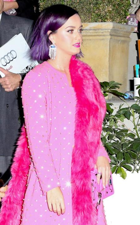 ¡Con chanclas y a lo loco! Katy Perry puede con todo y lo demuestra de esta guisa
