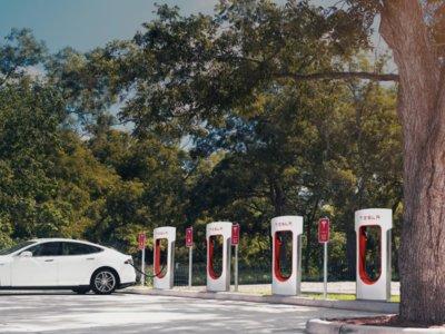 Se acabó el chollo: los propietarios del Tesla Model 3 no tendrán recargas gratuitas de por vida