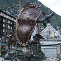 Que el Rubius se vaya a Andorra para pagar menos impuestos merece una reflexión como país